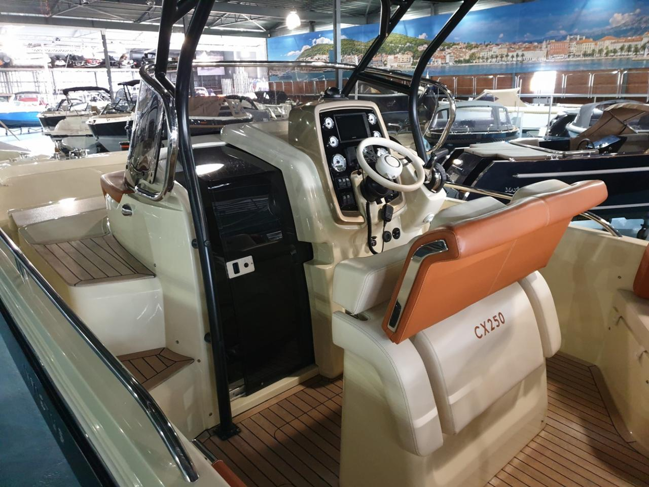 Invictus 250 CX met Mercruiser 4.5 MPI 250 pk NIEUWSTAAT! 7