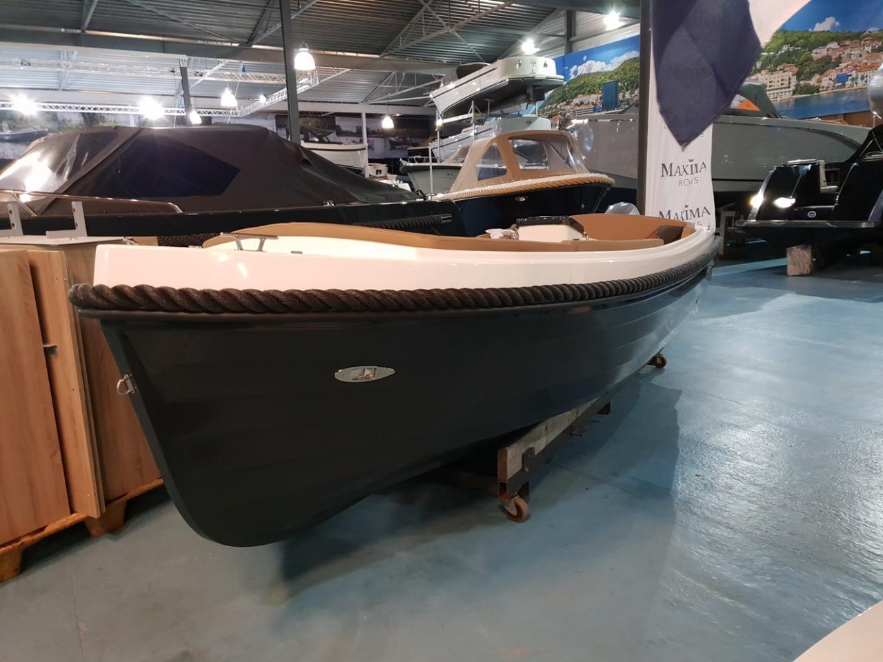 Maxima 485 met 10 pk Honda outboard motor 3