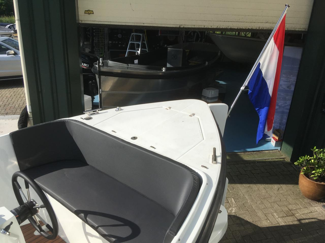 ZOMERKNALLER: Maxima 750 lounge DEMO boot full options! 8