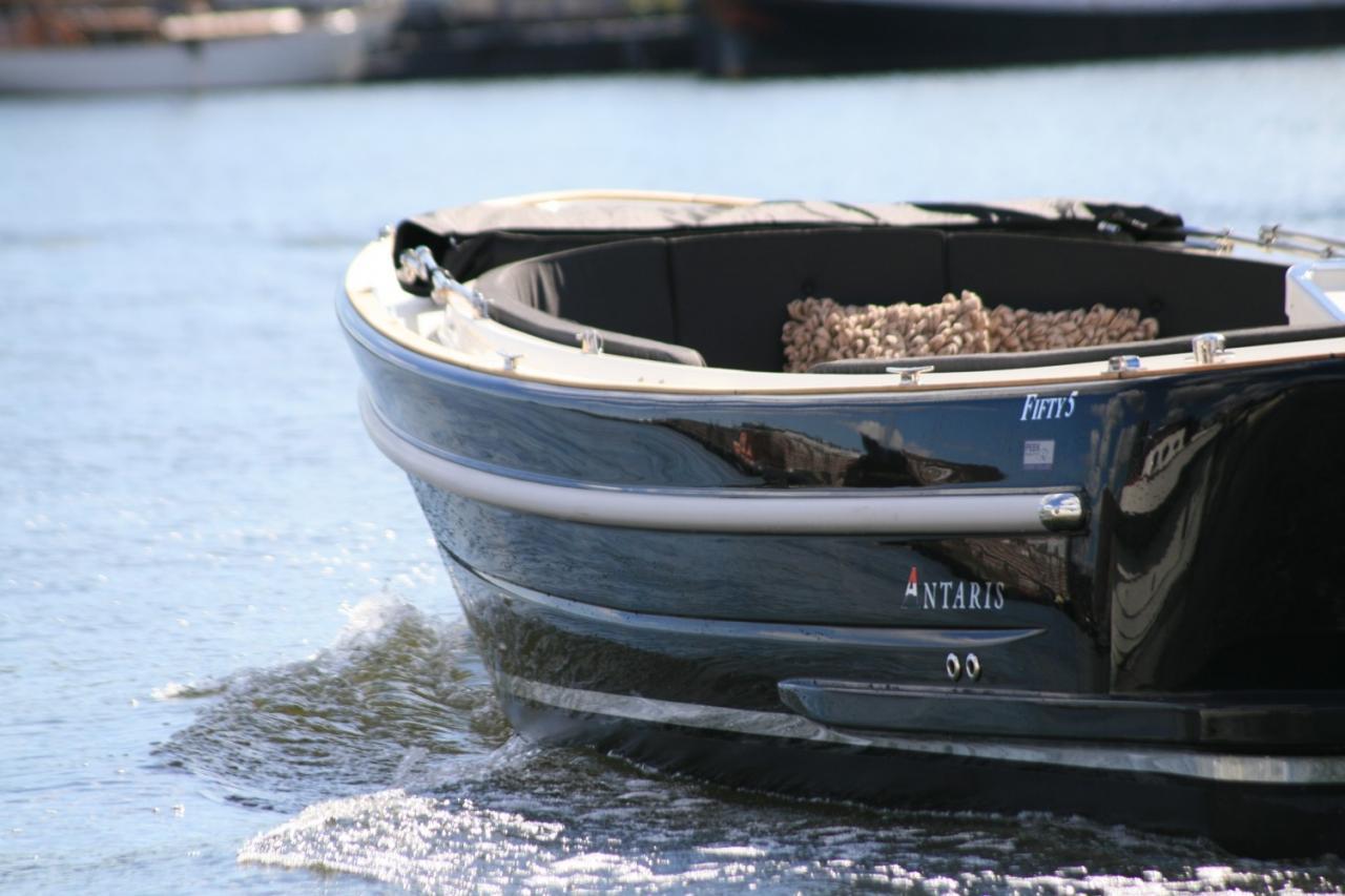 Antaris Fifty5 zwart met 42 pk vetus 10