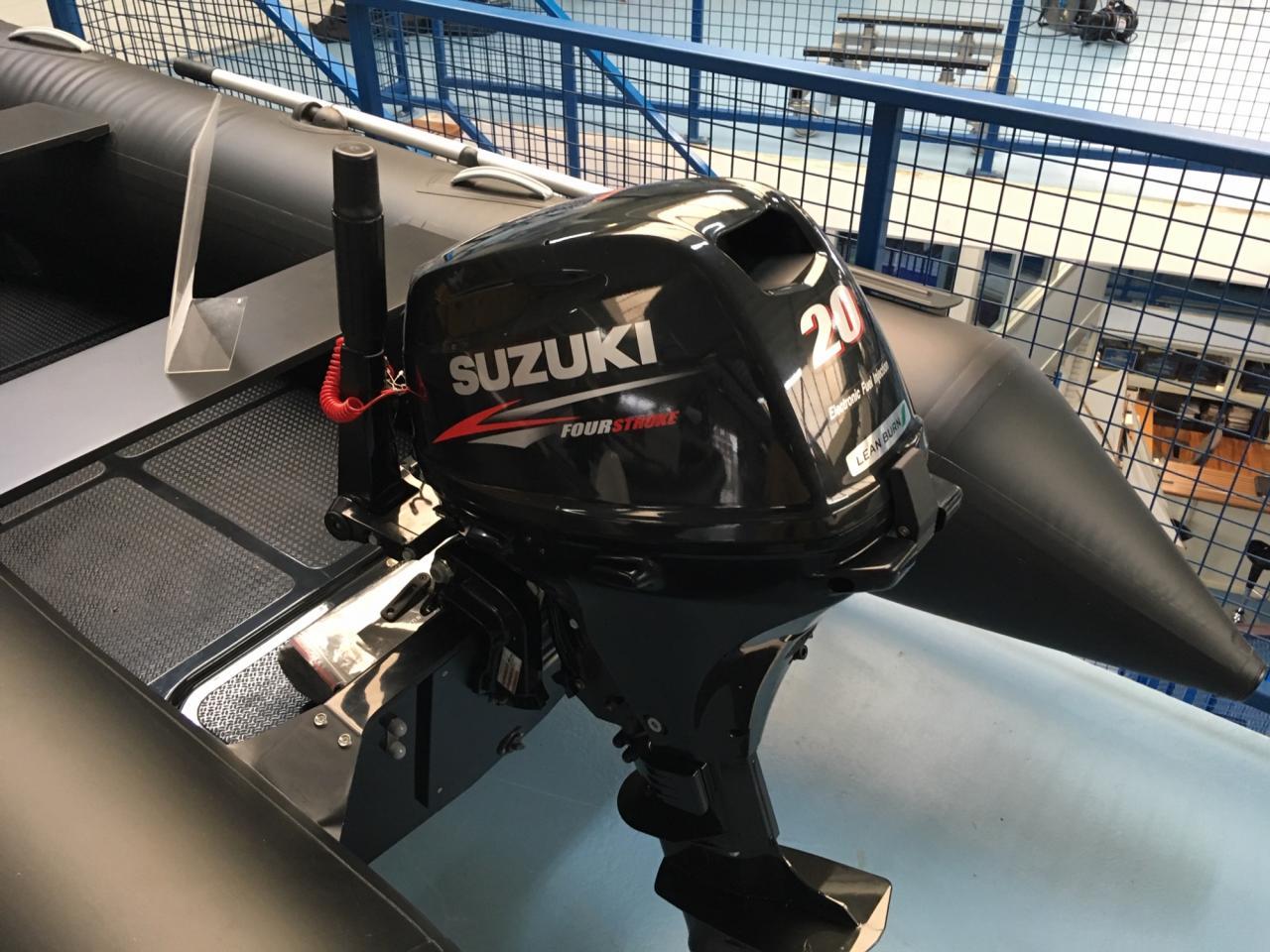 Brig F360 met Suzuki 20 pk 3