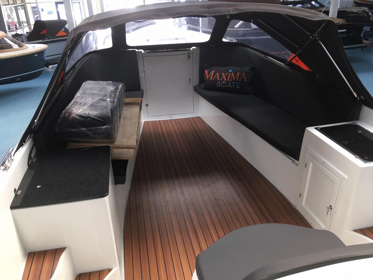 Maxima 750 lounge wit 4