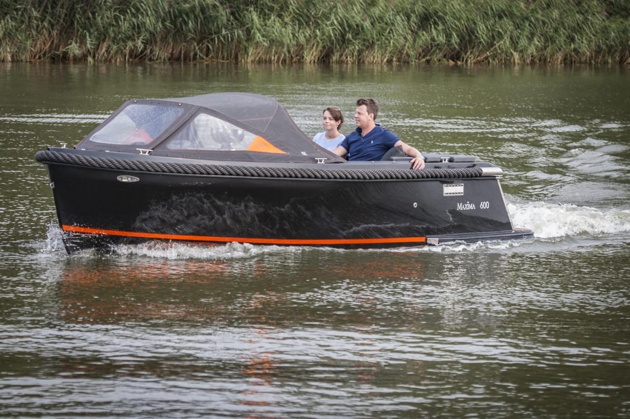 Maxima 600 zwart / zwart met Honda 60 pk 1