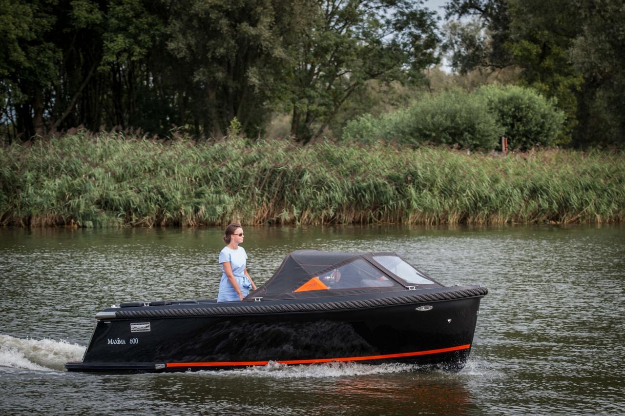 Maxima 600 zwart / zwart met Honda 60 pk 6