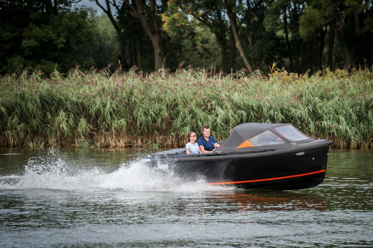 Maxima 600 zwart / zwart met Honda 60 pk 8