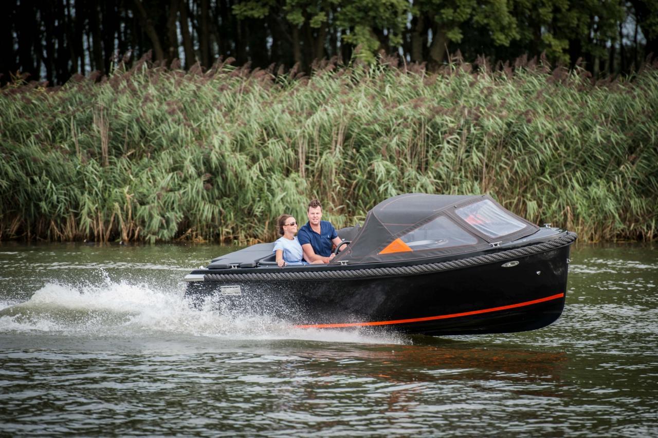 Maxima 600 zwart / zwart met Honda 60 pk 9