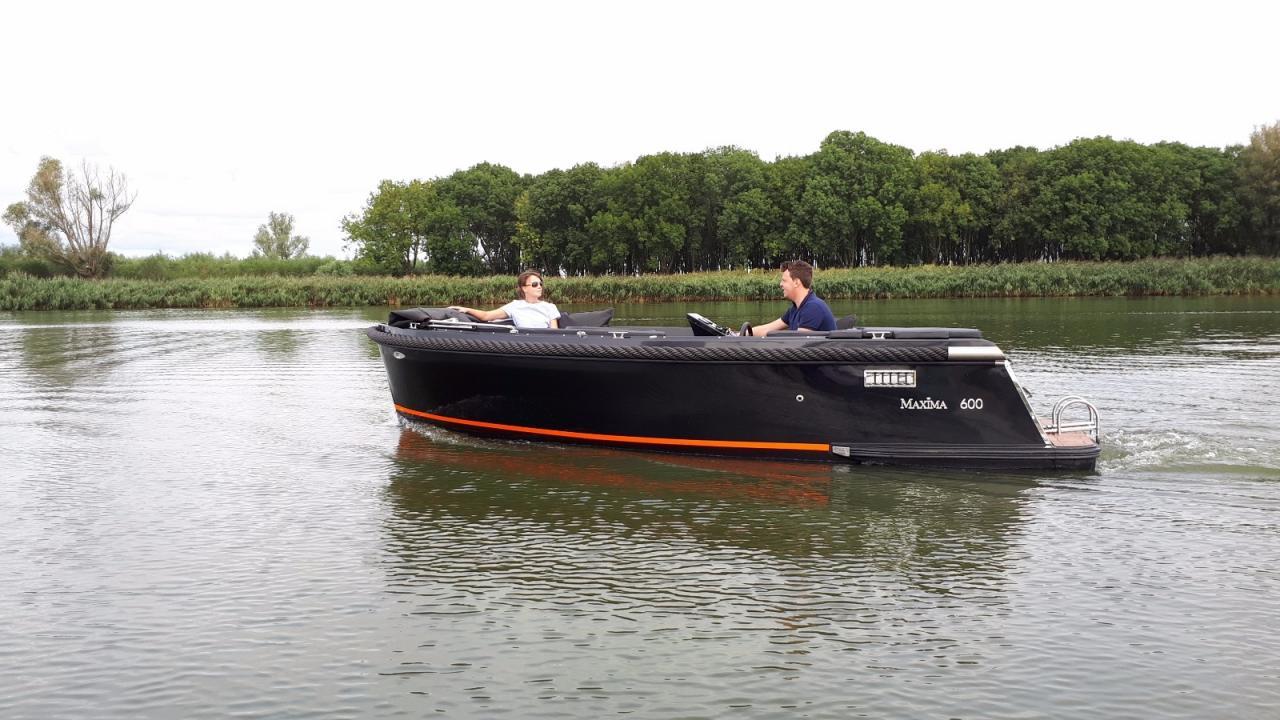 Maxima 600 zwart / zwart met Honda 60 pk 3