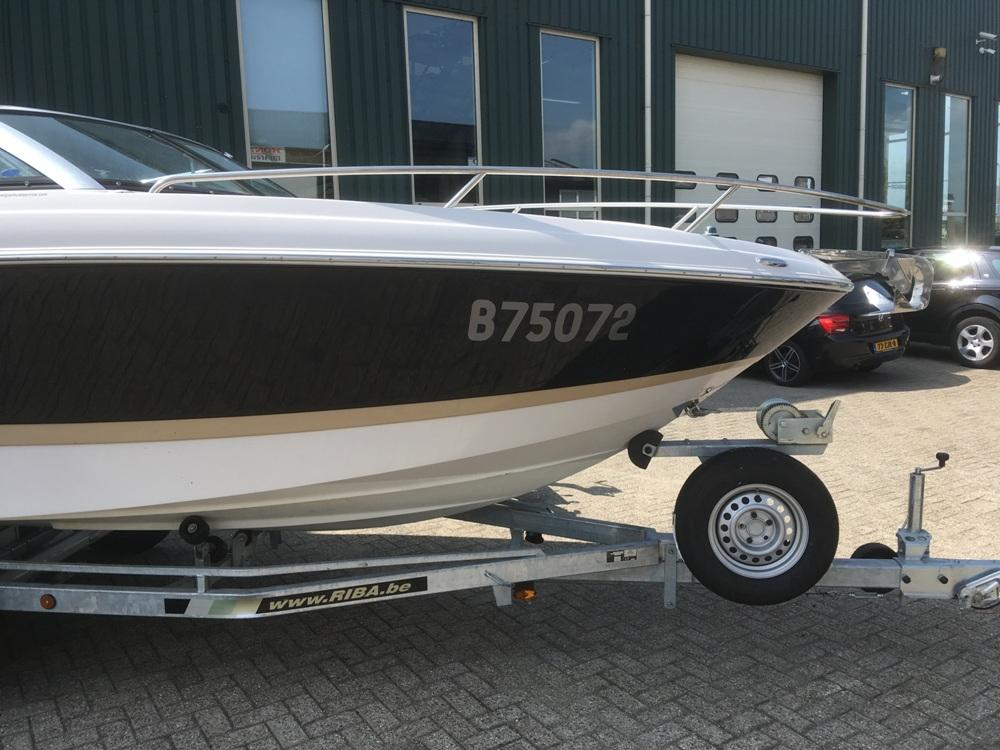 Four Winns S235 met Mercruiser 4.5 mpi  10