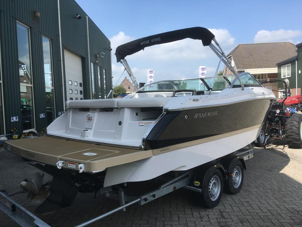 Four Winns S235 met Mercruiser 4.5 mpi  13