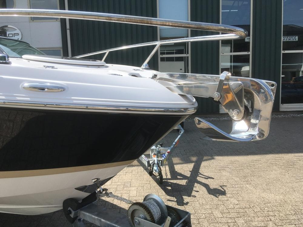 Four Winns S235 met Mercruiser 4.5 mpi  8