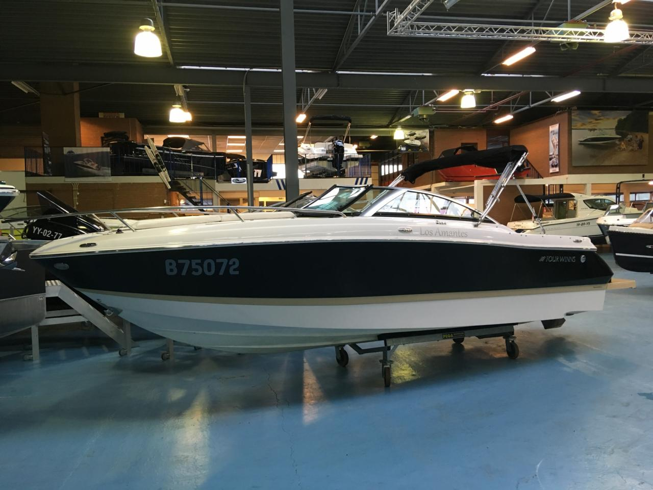 Four Winns S235 met Mercruiser 4.5 mpi  4