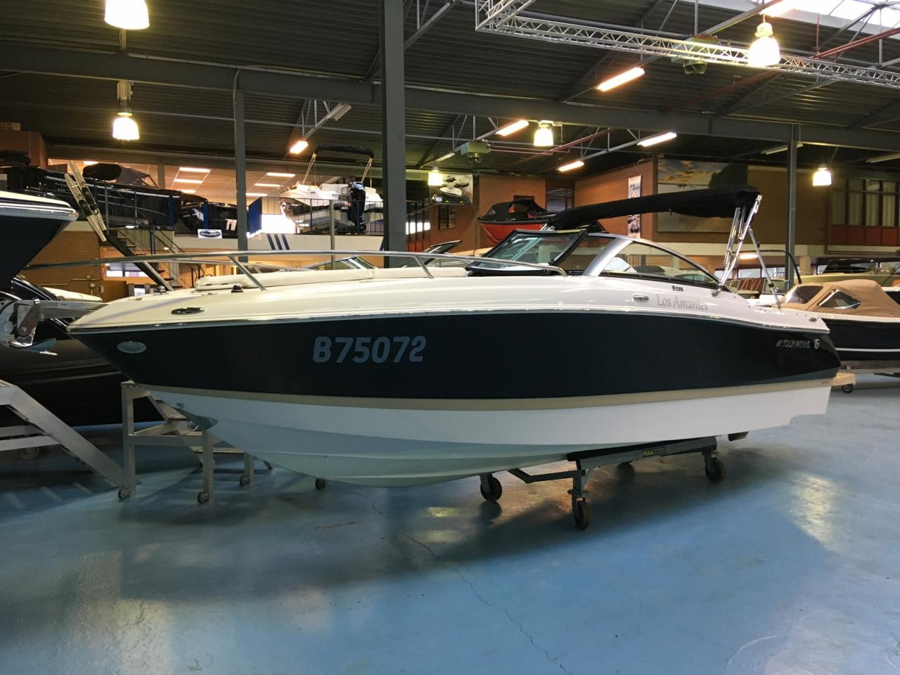 Four Winns S235 met Mercruiser 4.5 mpi  1