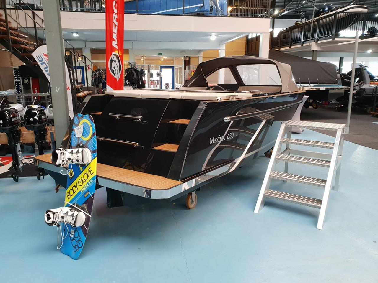 Maxima 630 met honda 60 pk motor 5