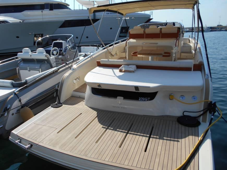 Invictus 370 GT sportjacht 6