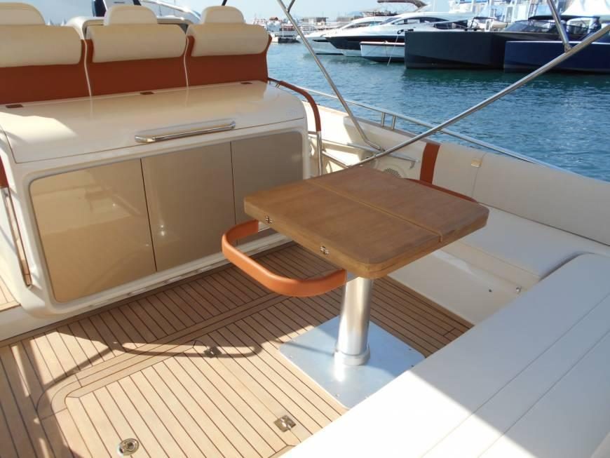 Invictus 370 GT sportjacht 8