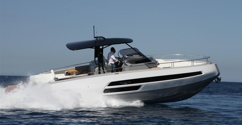 Invictus 370 GT sportjacht 4