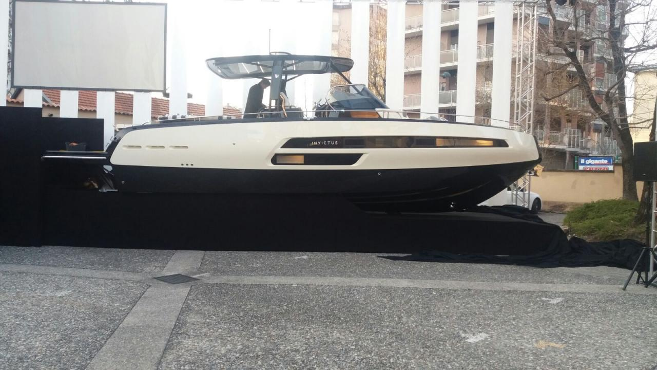 Invictus 370 GT sportjacht 25