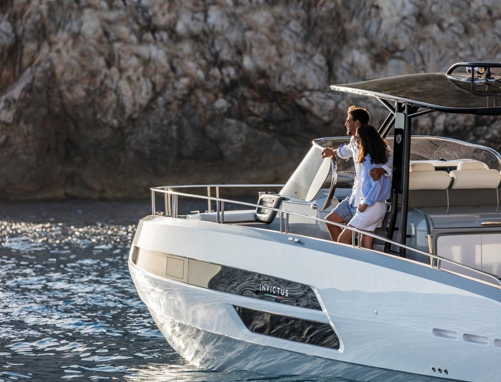 Invictus 370 GT sportjacht 19