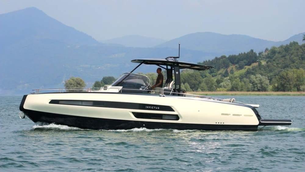 Invictus 370 GT sportjacht 2