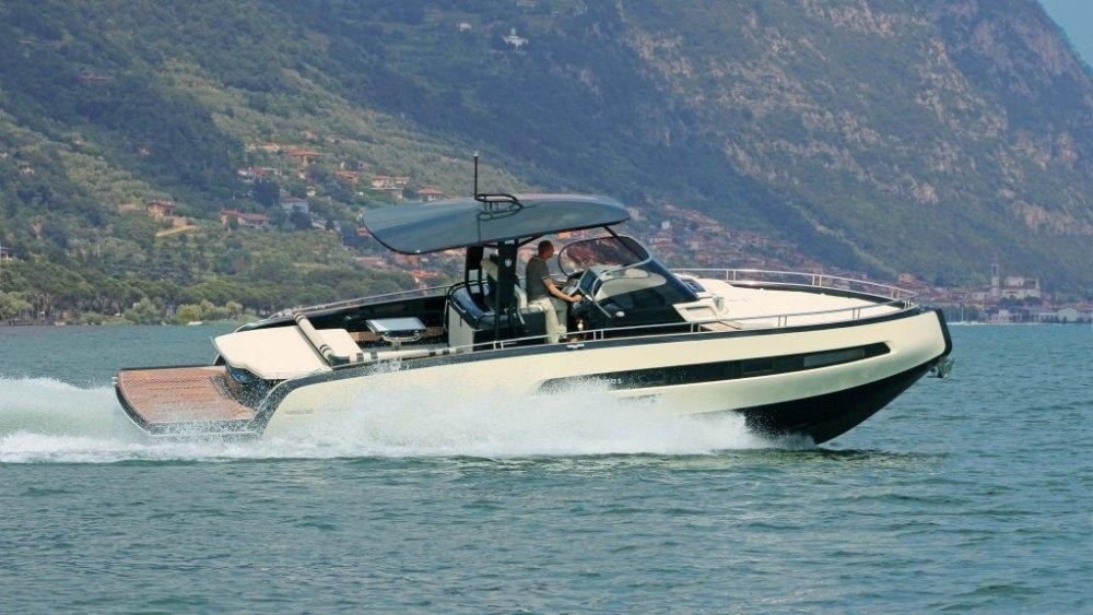 Invictus 370 GT sportjacht 1