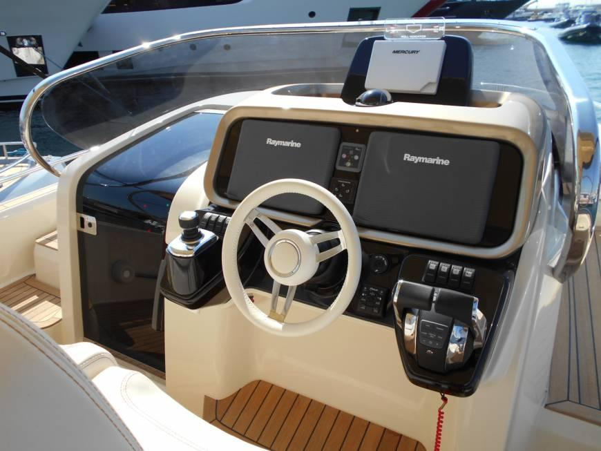 Invictus 370 GT sportjacht 11