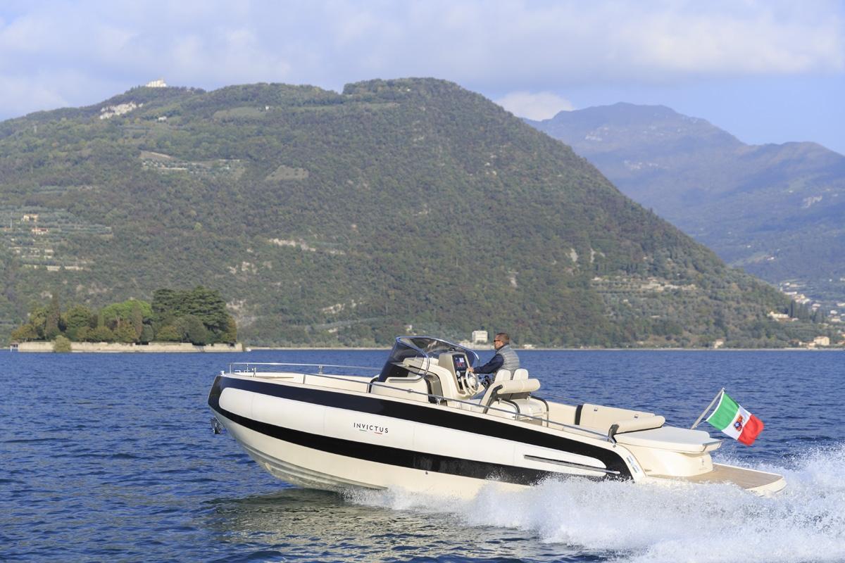 Invictus 280 TT sportboot 15