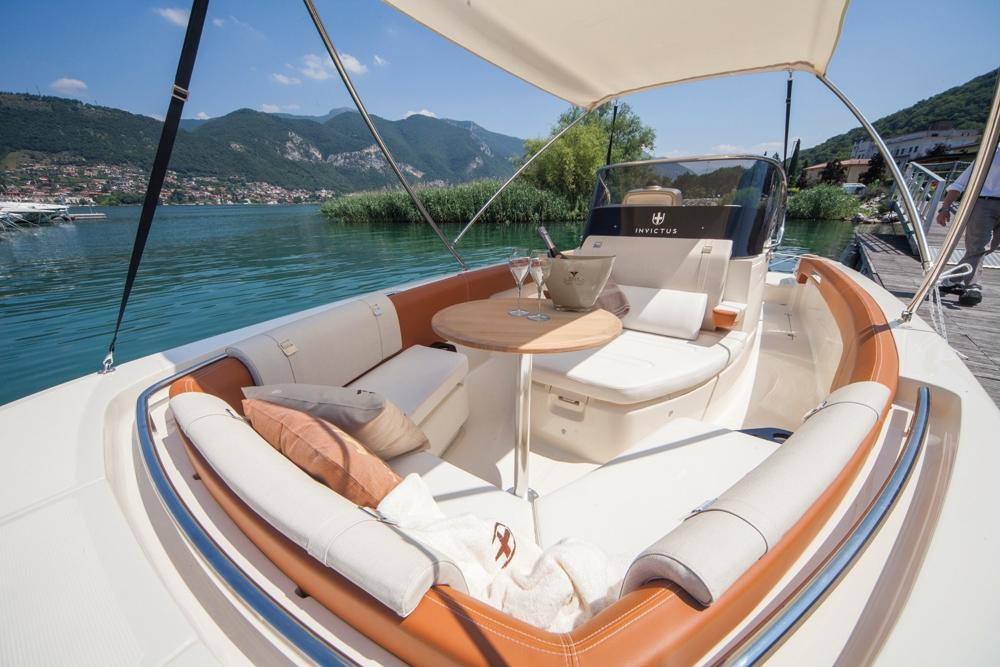 Invictus 280 SX sportboot 6