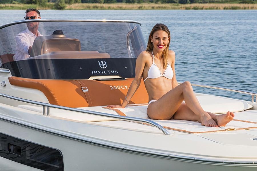 Invictus 250 CX sportboot 3