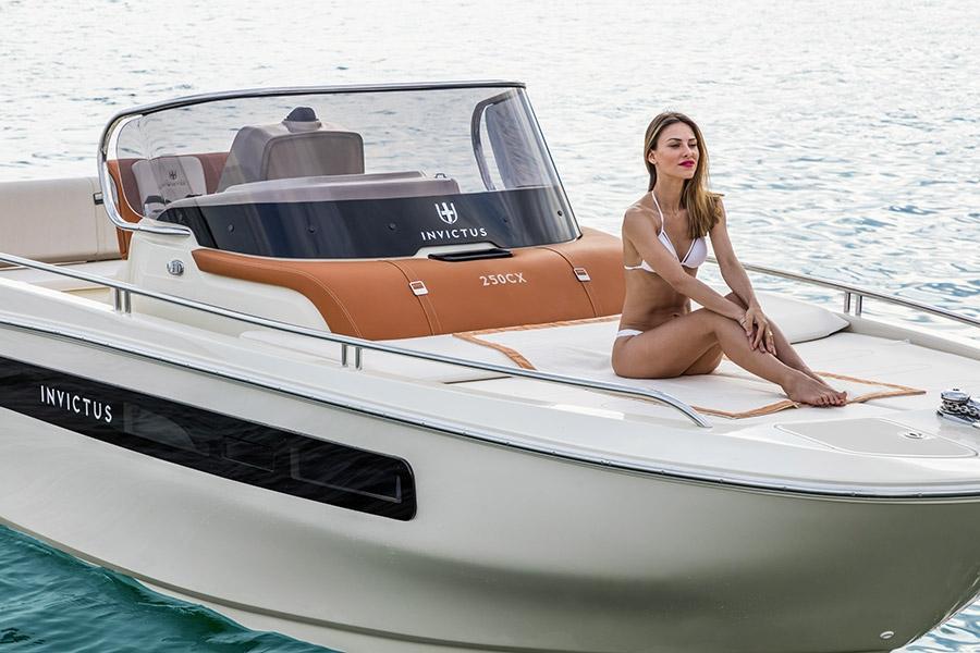 Invictus 250 CX sportboot 4