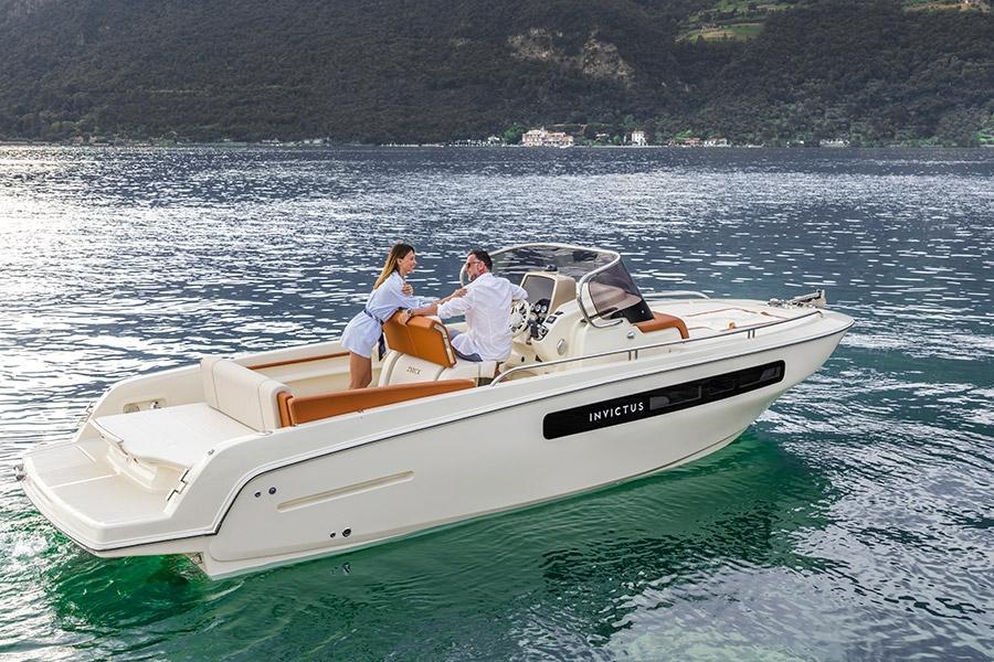 Invictus 250 CX sportboot 2