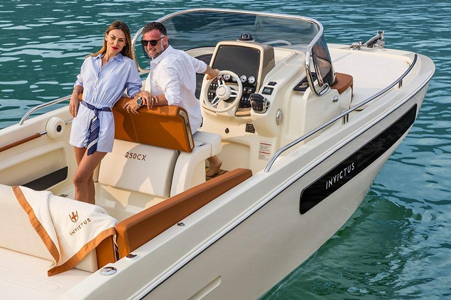 Invictus 250 CX sportboot 6