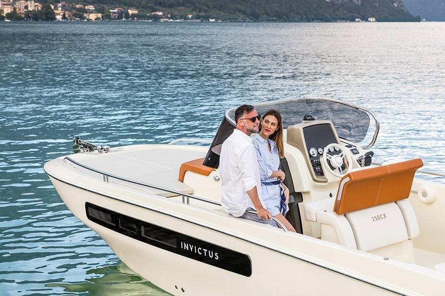 Invictus 250 CX sportboot 7