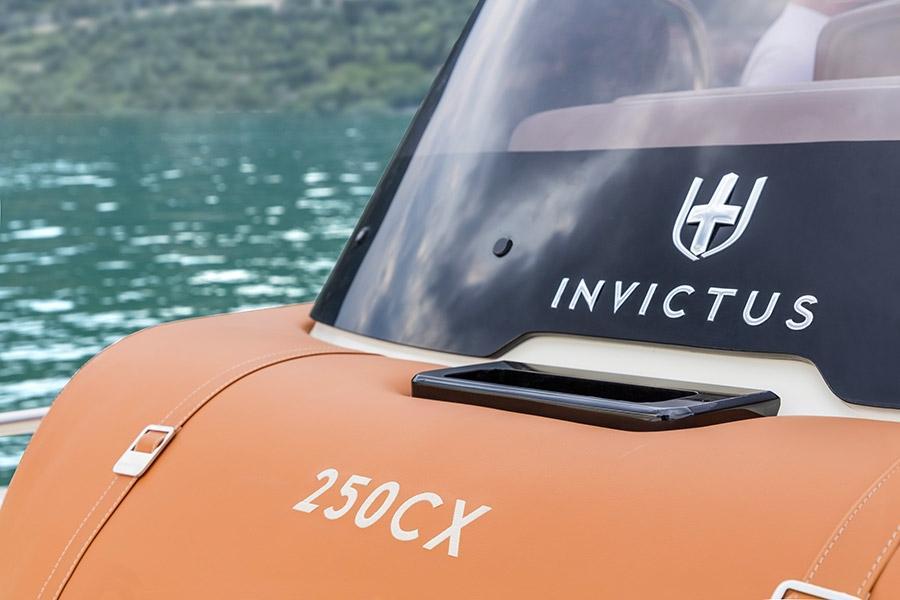 Invictus 250 CX sportboot 9