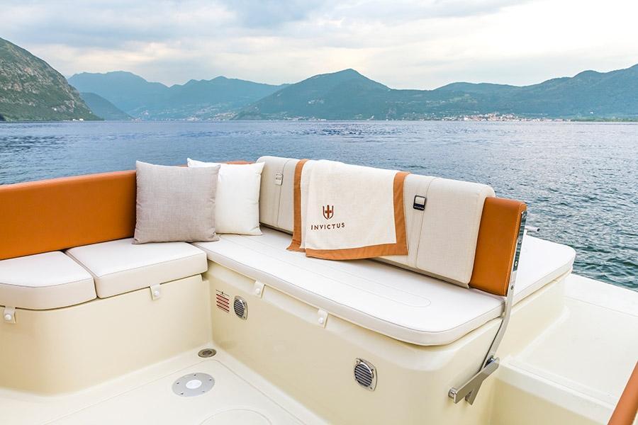 Invictus 250 CX sportboot 11