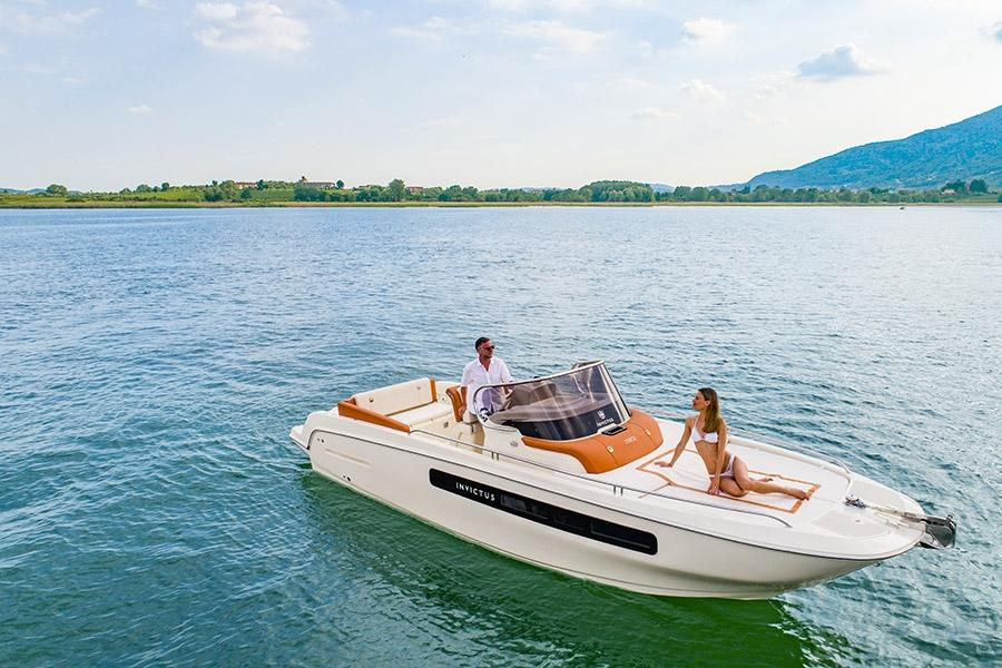 Invictus 250 CX sportboot 13