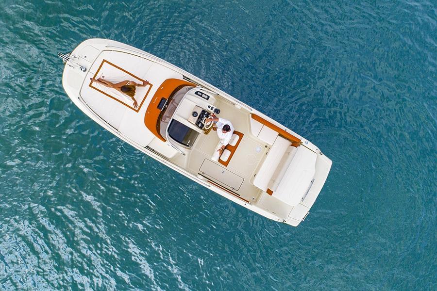 Invictus 250 CX sportboot 14