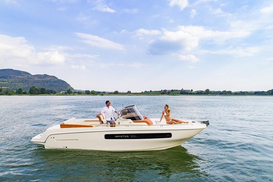 Invictus 250 CX sportboot 18