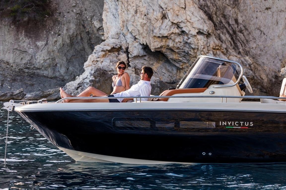 Invictus 240 cx sportboot 1
