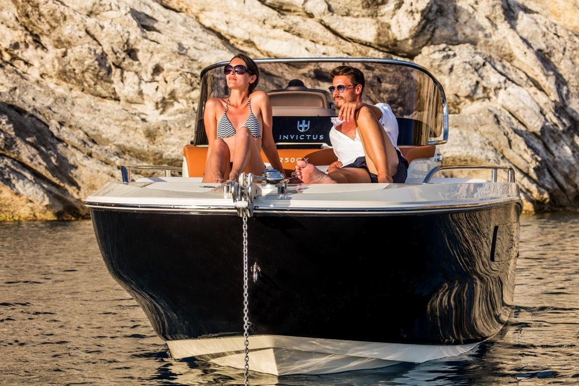Invictus 240 cx sportboot 5