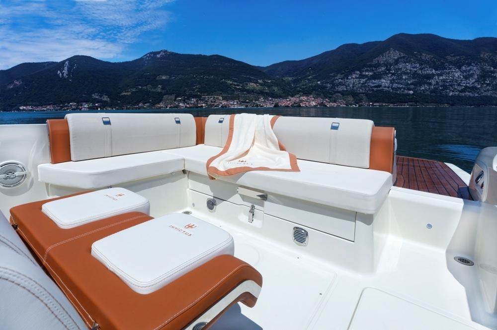 Invictus 280 CX sportboot 7