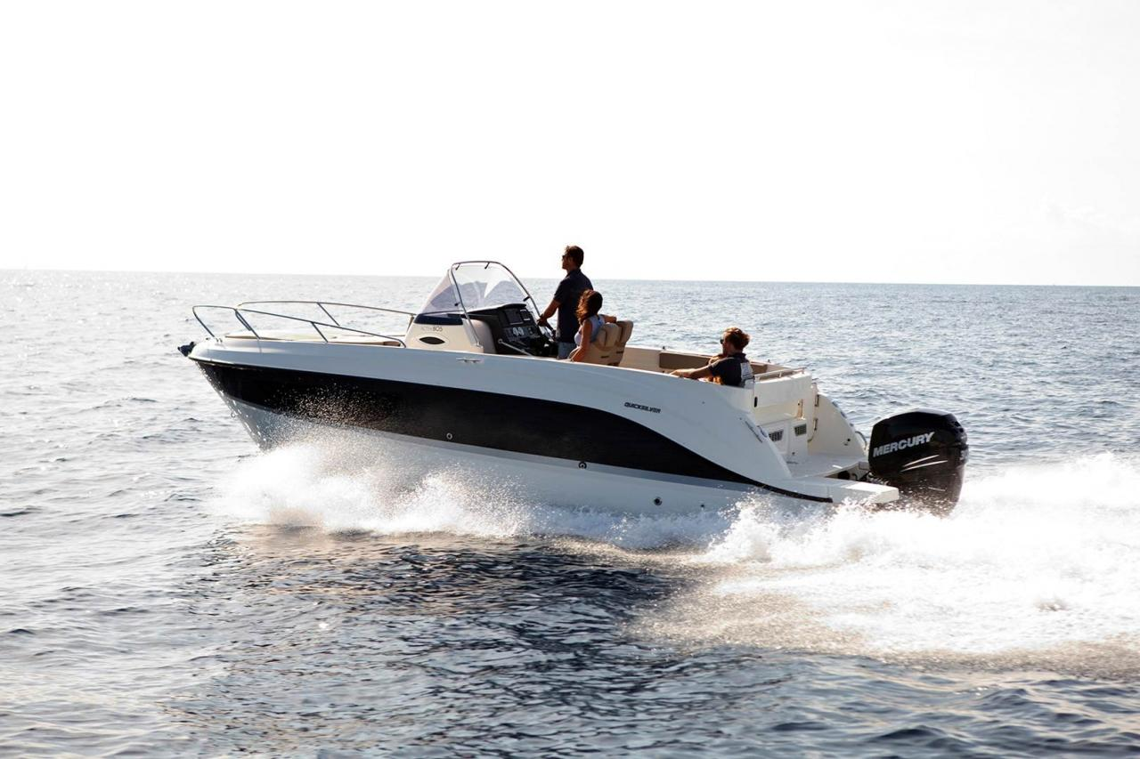 Quicksilver 805 sundeck 3