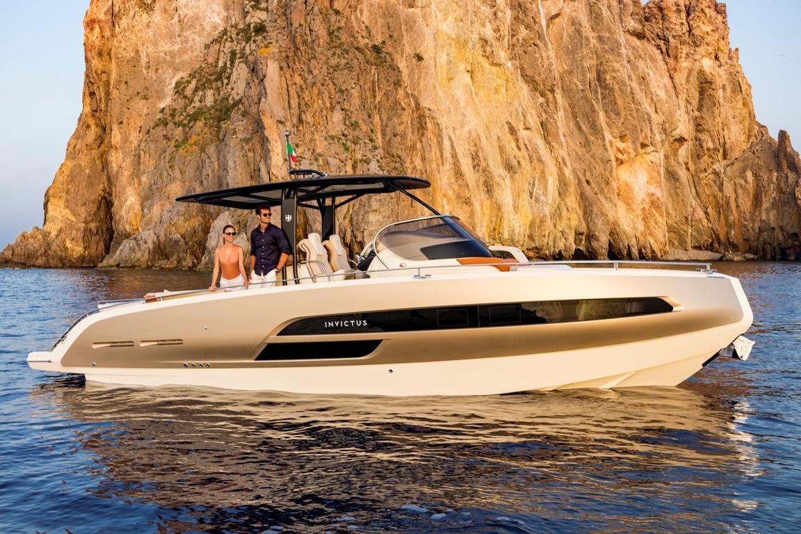 Invictus 320 GT sportboot 9
