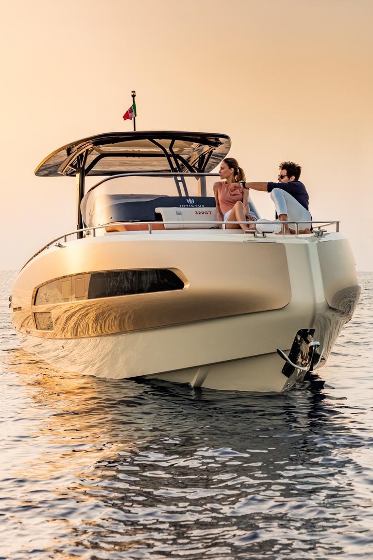 Invictus 320 GT sportboot 12
