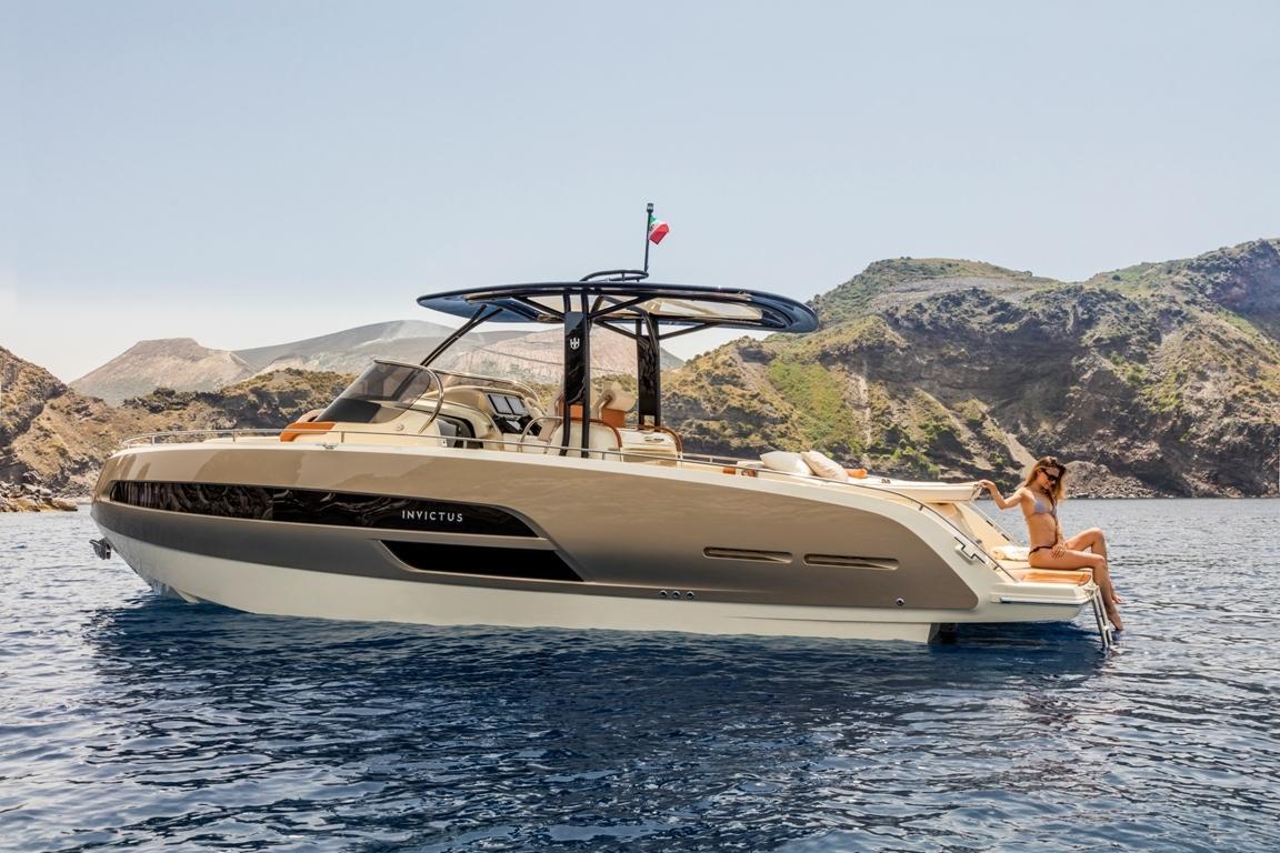 Invictus 320 GT sportboot 14