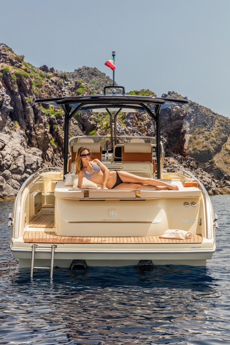 Invictus 320 GT sportboot 15