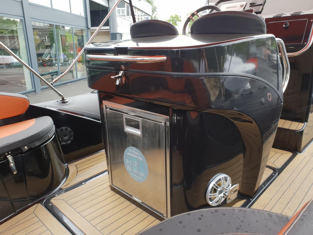 Grand 850 goldenline met 2 Mercury Verado 225 pk motoren! 8