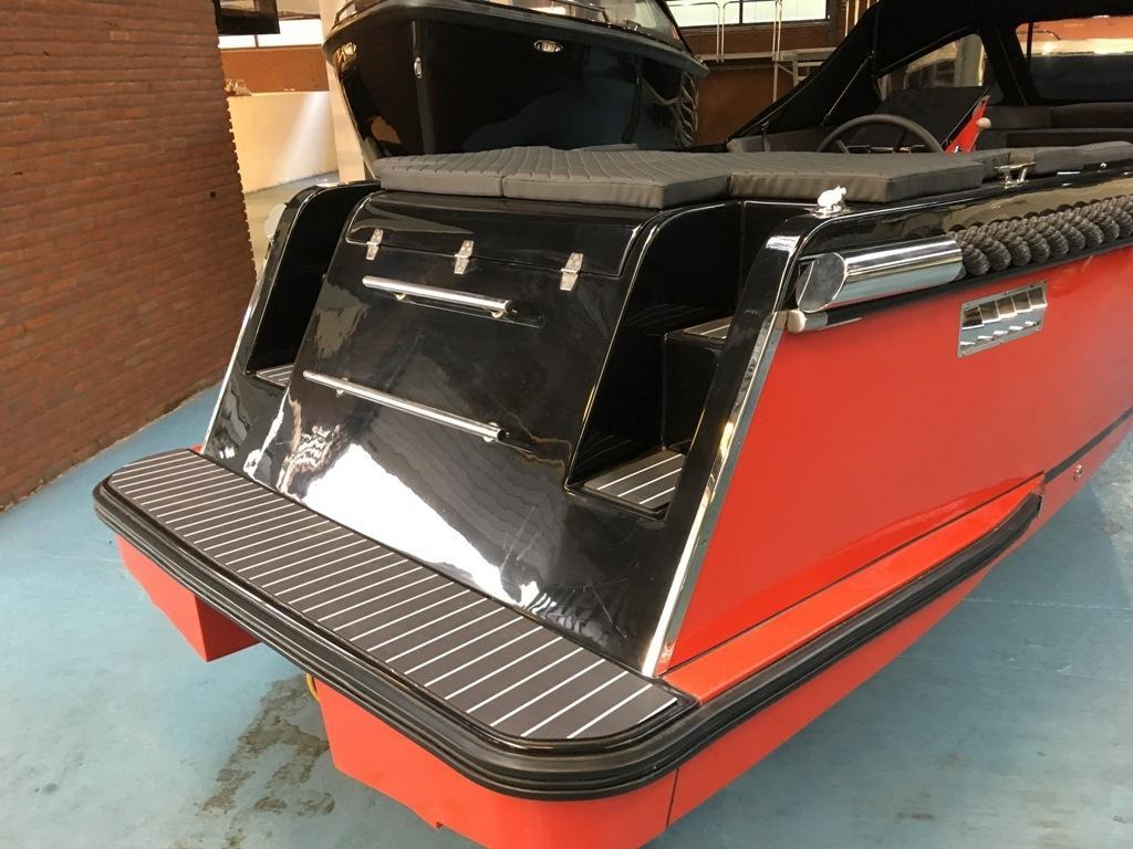 Maxima 600 tender zwart/rood met Honda 20 pk 4