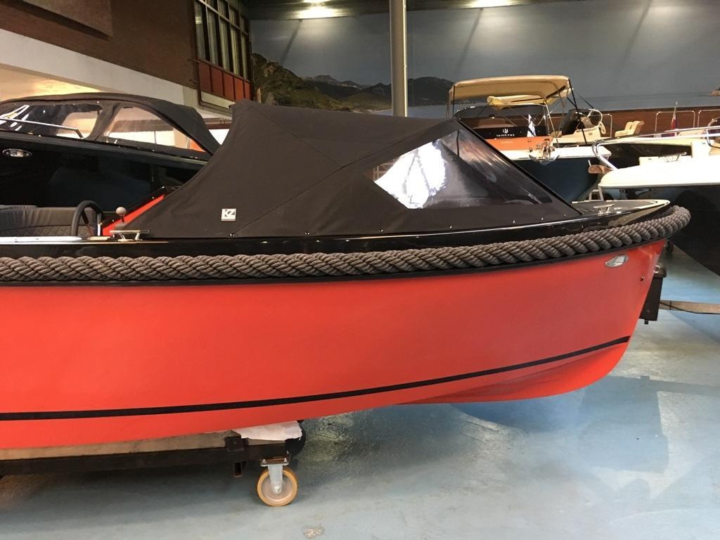 Maxima 600 tender zwart/rood met Honda 20 pk 5