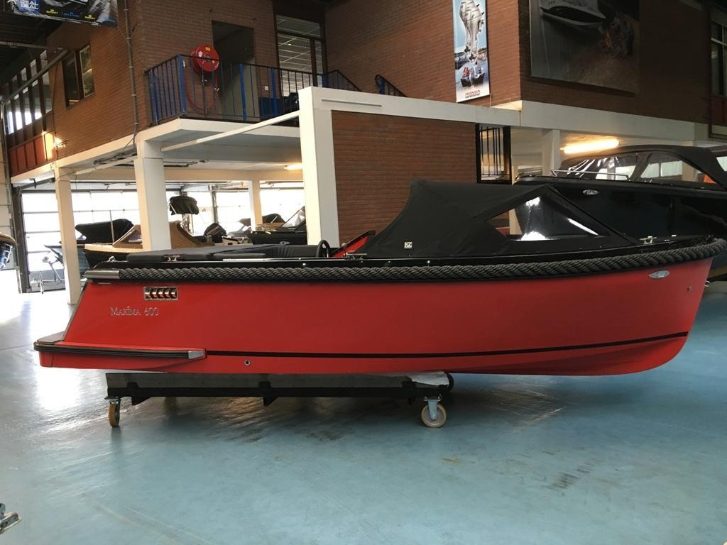 Maxima 600 tender zwart/rood met Honda 20 pk 6