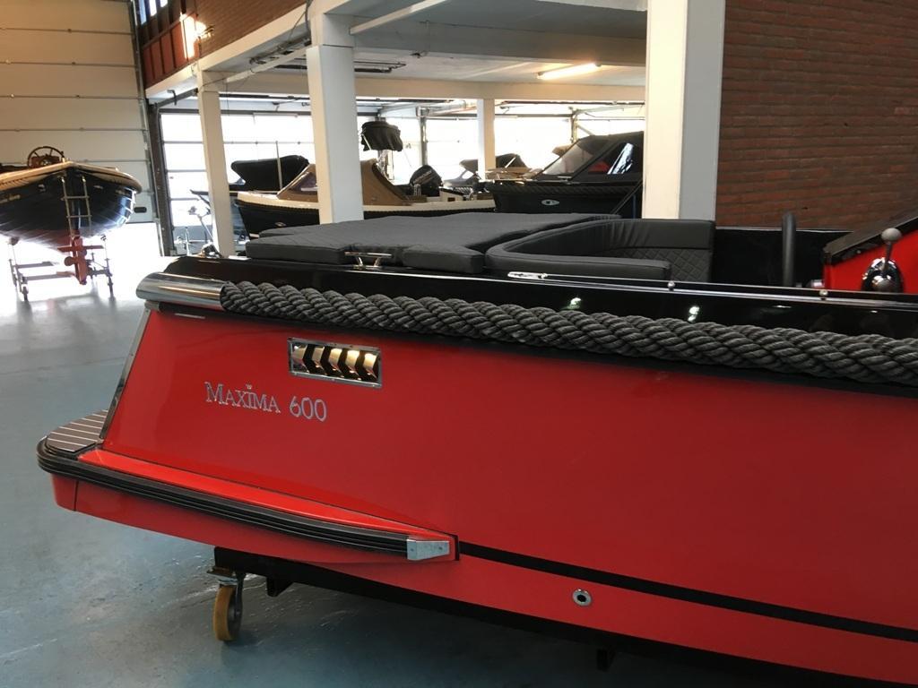 Maxima 600 tender zwart/rood met Honda 20 pk 7